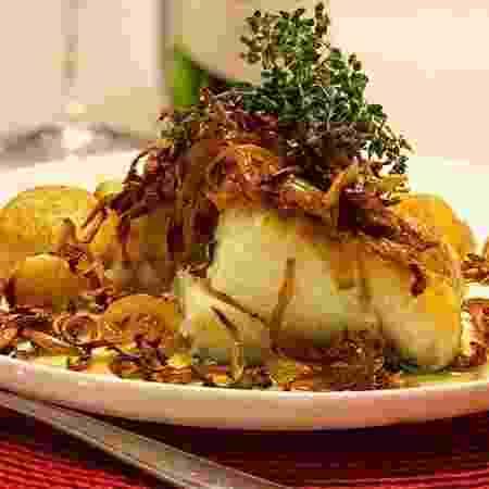 Bacalhau com shimeji crocante e batatas ao murro - Reprodução/@napanelacomkaito