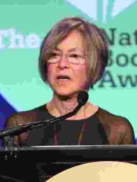 Louise Glück discursa no evento do National Book Awards de 2014, em Nova York - Robin Marchant/AFP