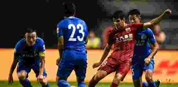 Oscar foi punido com uma suspensão de oito partidas - AFP