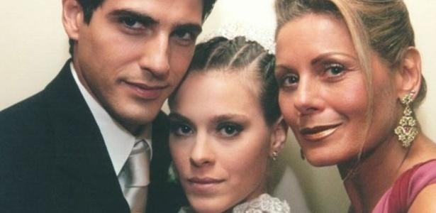 Helena (Vera Fischer), Edu (Reynaldo Gianecchini) e Camila (Carolina Dieckmann) viveram triângulo amoroso na novela Laços de Família (Globo) - Divulgação/TV Globo