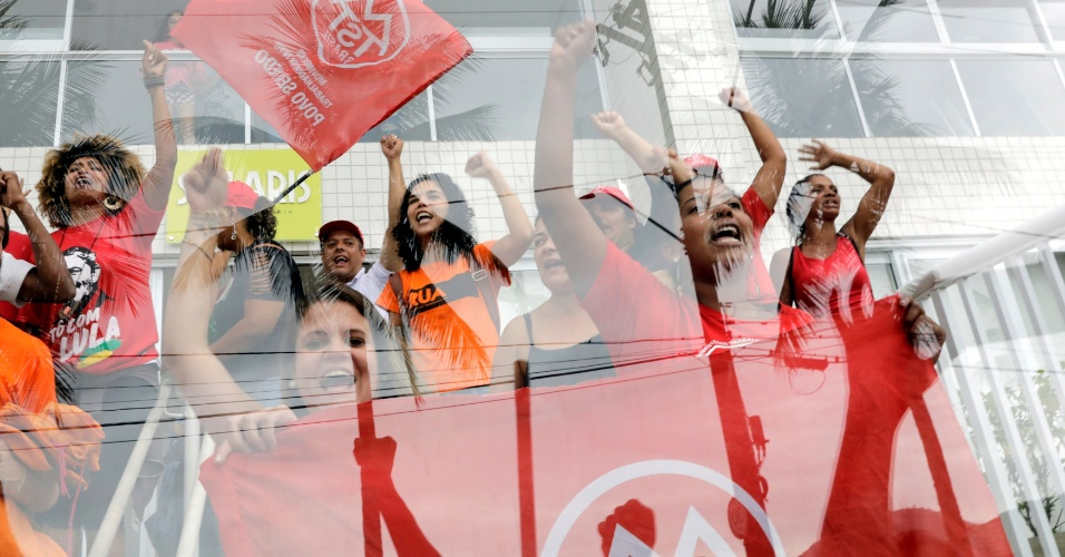 Membros do MTST no tríplex do Guarujá (SP)