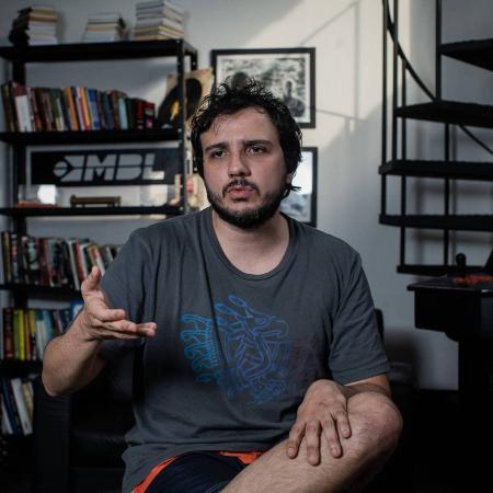 O coordenador do MBL Renan Santos, no escritório do MBL: piada com estupro volta a viralizar no Twitter - Eduardo Anizelli/Folhapress