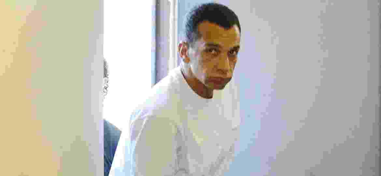 8.jun.2006 - Marco Willians Herbas Camacho, o Marcola, chefe do PCC, ao chegar para prestar depoimento para os deputados federais da CPI do Tráfico de Armas - Rogério Cassimiro/Folhapress