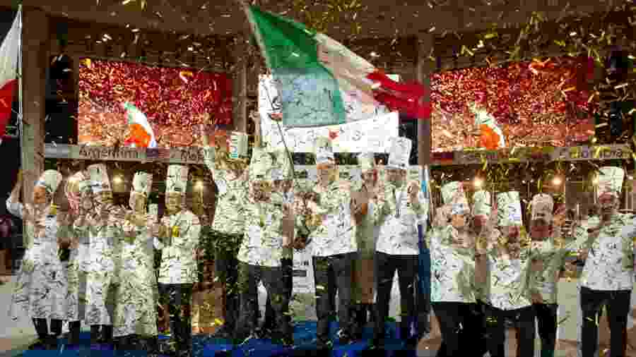 Equipe italiana comemorando o título mundial de melhor sorvete - Reprodução/coppamondogelateria