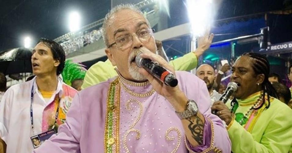 Cantor Luizito, intérprete oficial da escola de samba Mangueira, morre de infarto aos 61 anos