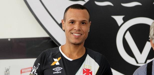 O atacante Luís Fabiano foi relacionado no Vasco para o clássico contra o Flamengo