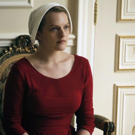 "Elisabeth Moss em cena de ""The Handmaid""s Tale"" - George Kraychyk"
