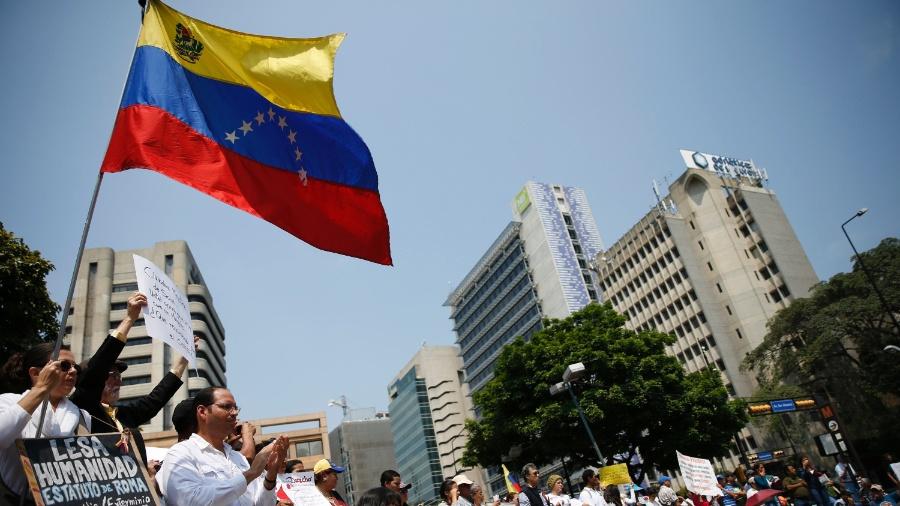 """Enfermeira acusa governo venezuelano de usar pandemia """"como arma de repressão"""" - Carlos Garcia Rawlins/Reuters"""