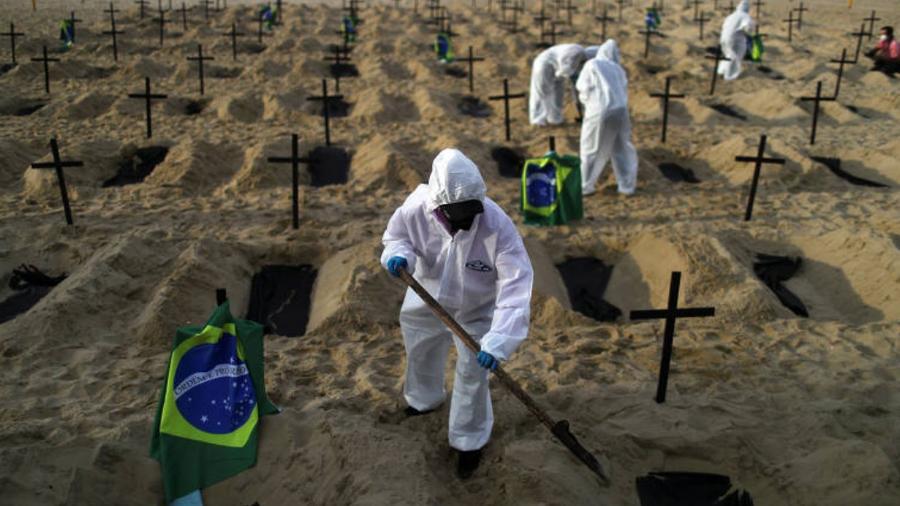 De acordo com a universidade britânica, a evolução da última semana analisada aponta que a contaminação pela covid-19 está em alta - Pilar Olivares/Reuters