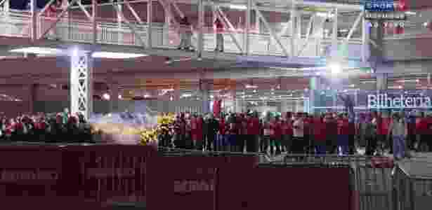 Polícia e torcedores entram em confronto após derrota do Internacional na Série B para o Boa Esporte - Reprodução/SporTV - Reprodução/SporTV