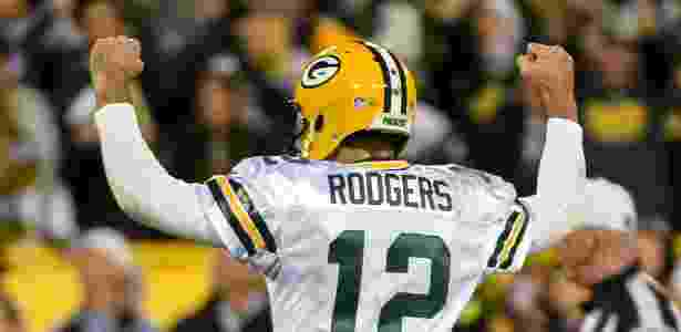 21.out.2016 - Aaron Rodgers, quarterback do Green Bay Packers, comemora a vitória sobre o Chicago Bears, pela NFL - Benny Sieu/USA TODAY Sports