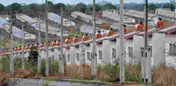 2.fev.2016 - O conjunto Brivaldo Medeiros -- do programa Minha Casa, Minha Vida -- tem 820 casas que estão abandonadas há mais de um ano - Beto Macário/UOL - Beto Macário/UOL