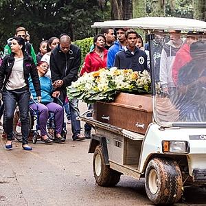 Menino de dez anos morto pela PM após furto é enterrado em SP