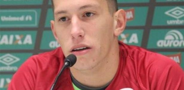 Jackson Follmann chegou a São Paulo na madrugada desta terça-feira (13)