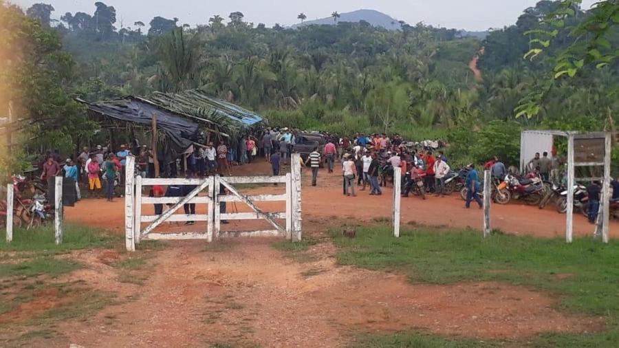 Grupo de invasores cercou, em novembro de 2020, a base de operações do Ibama e da Funai na Terra Indígena Apyterewa, no Pará - Reprodução