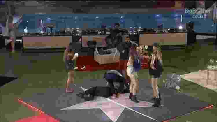 BBB 21: Brothers ajudam Pocah na festa da líder Sarah - Reprodução/Globoplay - Reprodução/Globoplay