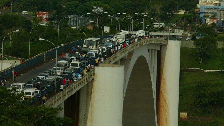 Ponte da Amizade, na fronteira entre Paraguai e Brasil, que liga Ciudad del Este e Foz do Iguaçu - Tuca Vieira - 26.nov.2004/Folhapress