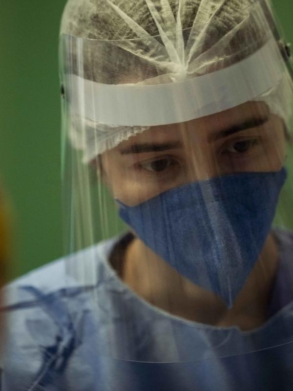 """Marjorie Estiano como doutora Carolina, em """"Sob Pressão: Plantão Covid"""""""
