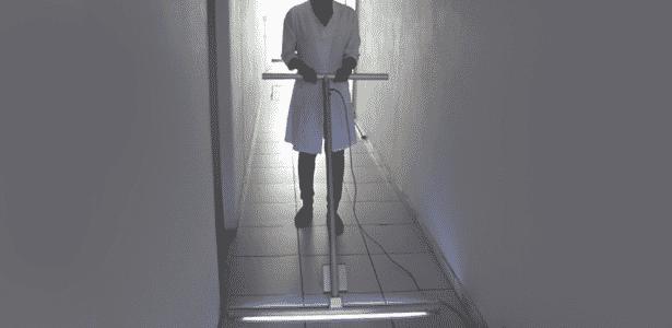 Criado pela USP, rodo UV-C é usado para a descontaminação dos pisos do hospital Santa Casa da Misericórdia de São Carlos (SP -  Reprodução -  Reprodução