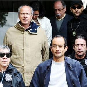 Marcelo Odebrecht, presidente de Odebrecht, escoltado pela polícia