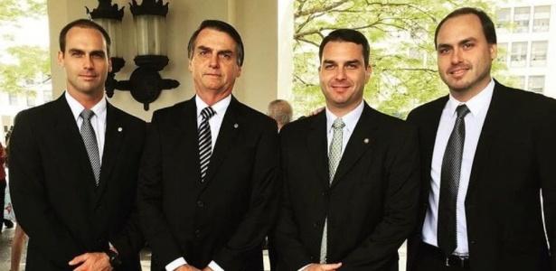 Bolsonaro e seus filhos: bastante ocupados com processos e lobby armamentista - Divulgação