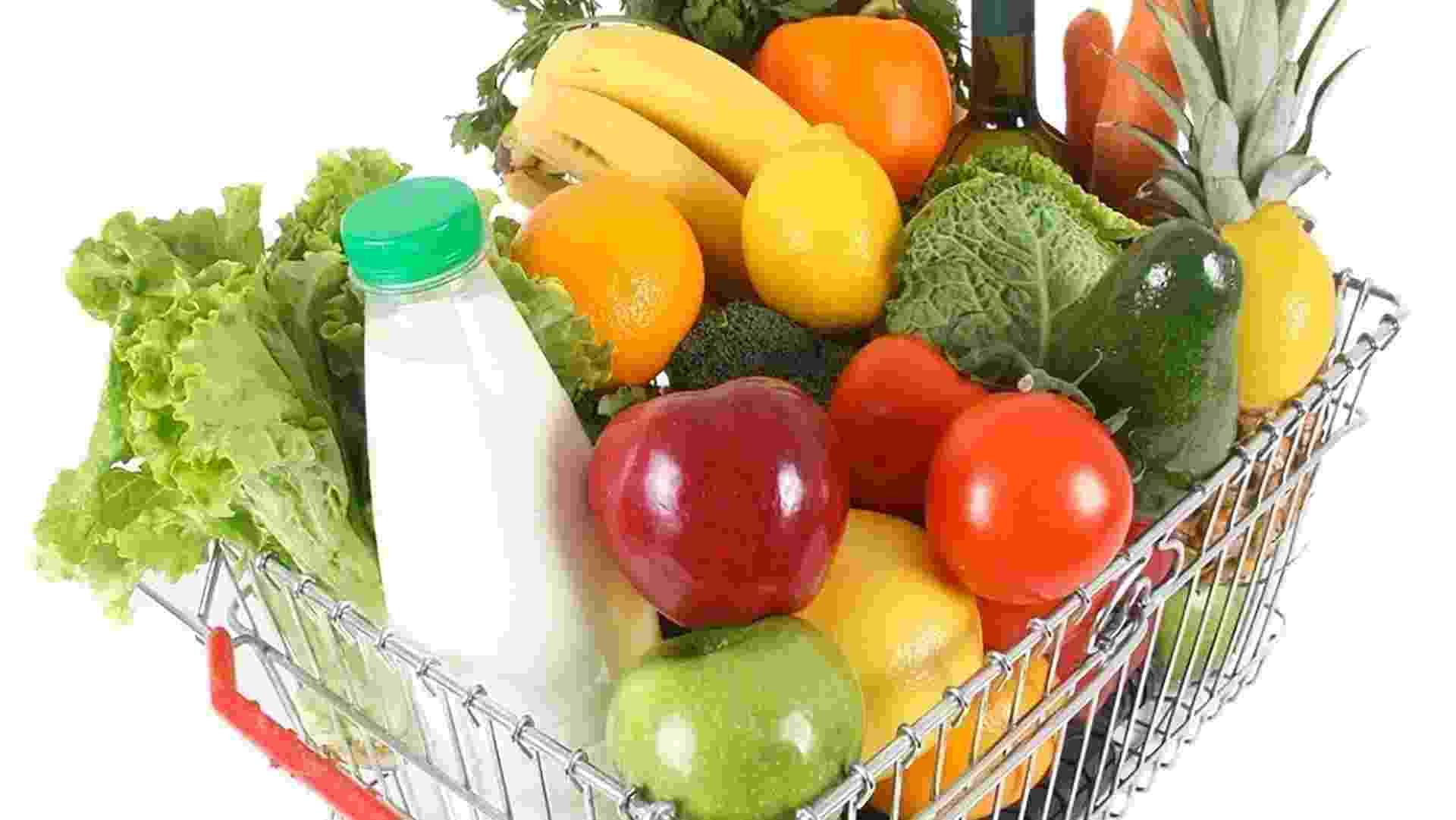 mídia indoor, economia, ciência e saúde, compra, comida, alimento, alimentação, fruta, verdura, legumes, cesta, supermercado, mercado, agricultura, preço, alta, pão, dieta, boa forma, nutrição, fresco, orgânico, mantimento, saudável, leite, produto - Shutterstock