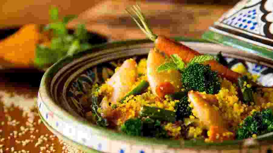 Prático e saboroso, o cuscuz marroquino pode ser base para diversas receitas - iStock
