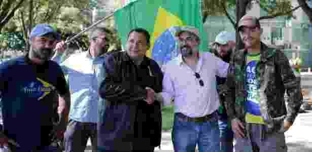 Abraham Weintraub vai a grupo de bolsonaristas que protesta contra STF na Praça dos Três Pderes - Dida Sampaio/Estadão