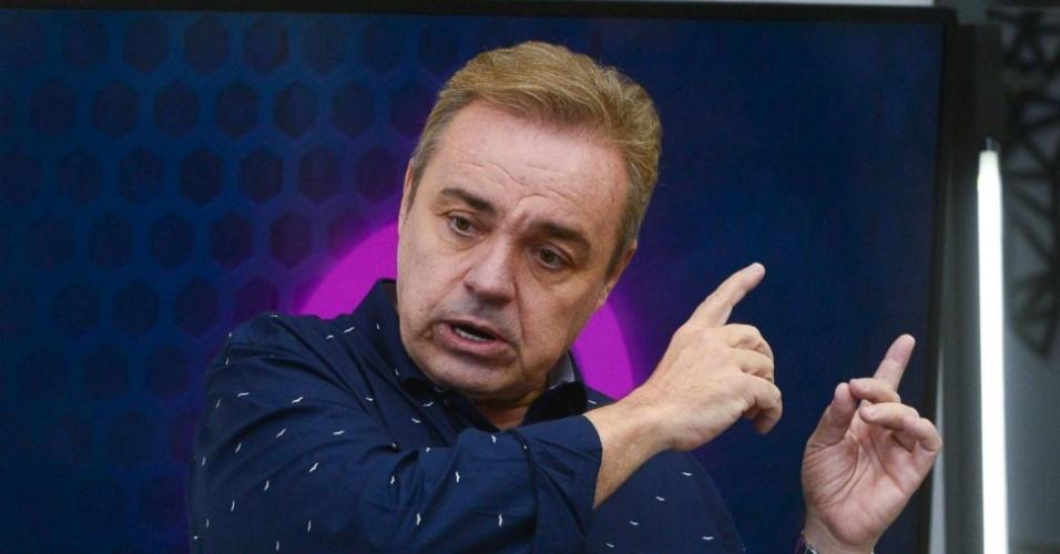 Gugu Liberato estreia como apresentador do