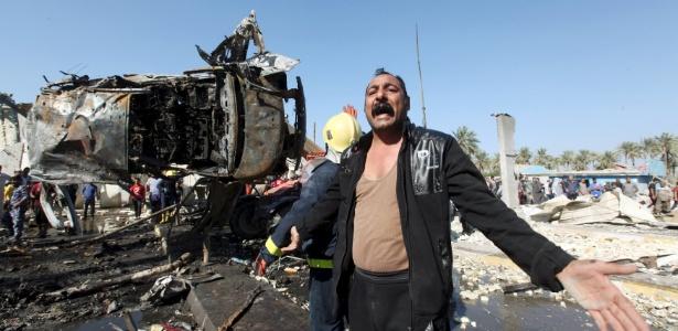 Ataque terrorista com caminhão-bomba deixa dezenas de mortos em Hilla, nos arredores de Bagdá, no Iraque, em março deste ano - Alaa Al-Marjani/Reuters