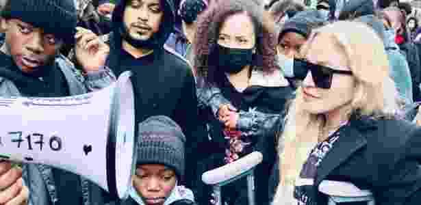 Madonna vai com filhos a protesto antirracista em Londres - Reprodução/Instagram @Madonna
