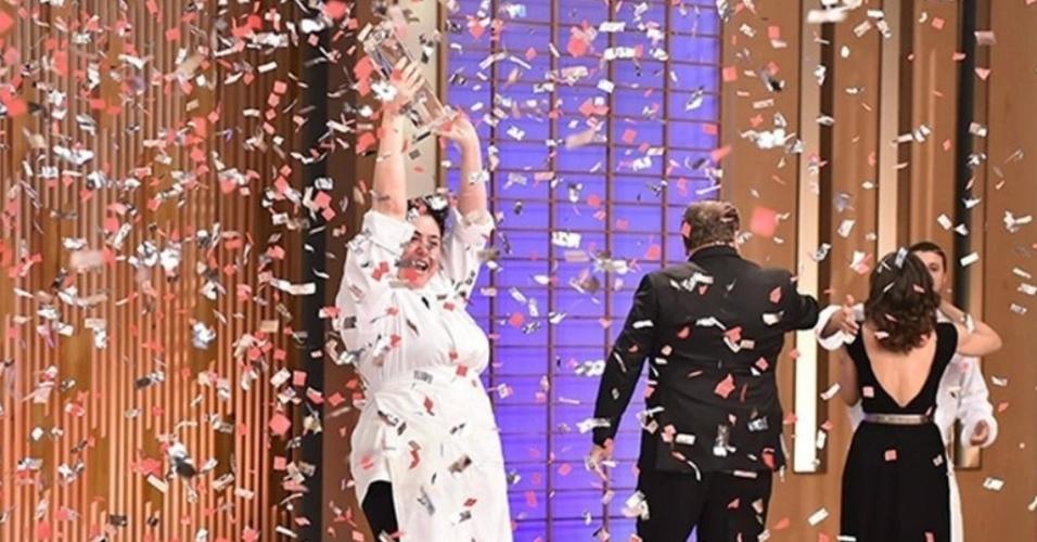 Izabel Alvares faz melhor sequência de pratos e é a campeã da segunda temporada do MasterChef