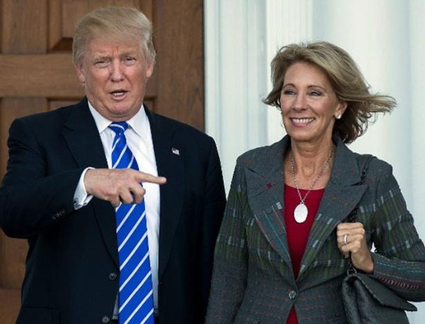A secretária de Educação de Trump, Betsy DeVos, tem fortuna familiar estimada em US$ 5,1 bilhões