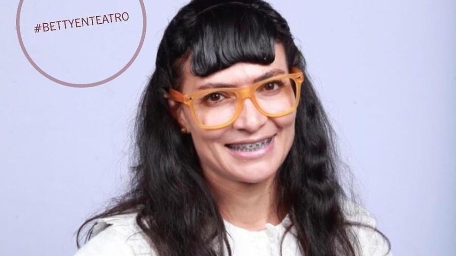 """Protagonista de """"Betty, a Feia"""", Ana María Orozco revive personagem para musical da novela - Reprodução/Instagram/bettyenteatro"""