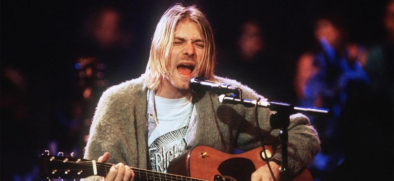 Kurt Cobain em gravação do MTV Unplugged do grupo Nirvana, em Nova York (18/11/1993) - Getty Images