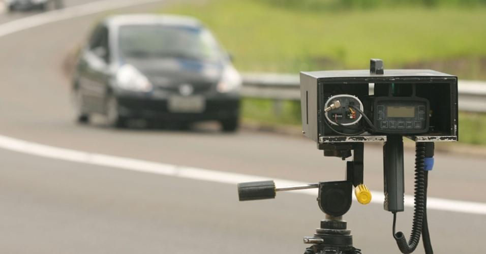 radar estrada rodovia multa pardal cnh velocidade trânsito infração motorista condutor detran dersa