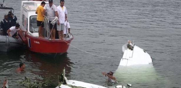 Destroços de avião que caiu em Paraty, no Rio de Janeiro