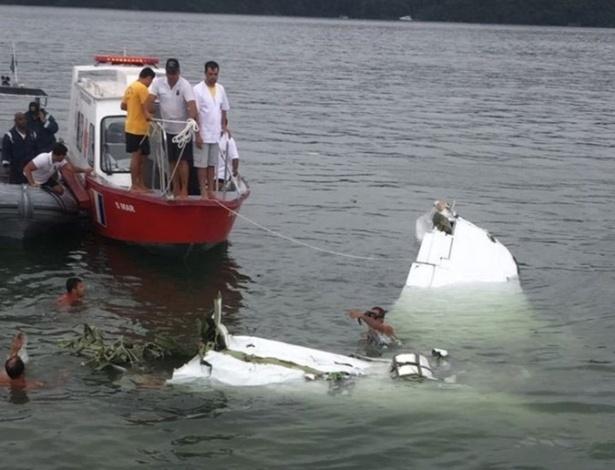 Homens do Corpo de Bombeiros e voluntários tentaram evitar que avião que levava Teori Zavascki afundasse no mar