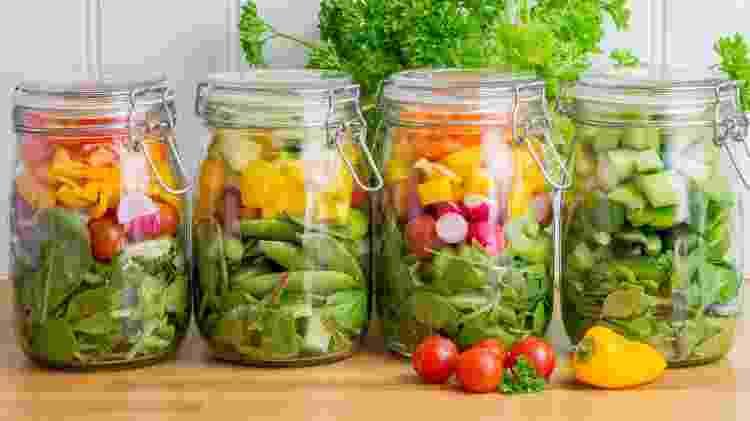 Saladas em potes - iStock - iStock