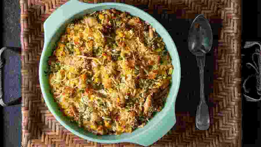 Arroz de forno com frango e legumes, receita do @nacozinhadahelo - Ana Bacellar