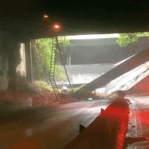 Teto do Túnel Acústico Gabriel Mascarenhas desaba no Rio - Reprodução/TV Globo