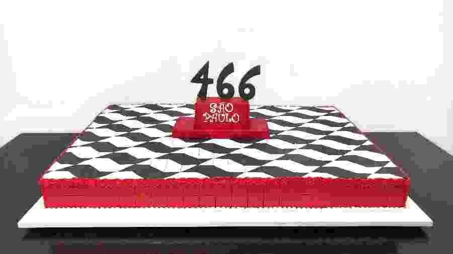 """Bolo da Carlo""""s Bakery em comemoração ao aniversário de 466 anos da cidade - Divulgação"""