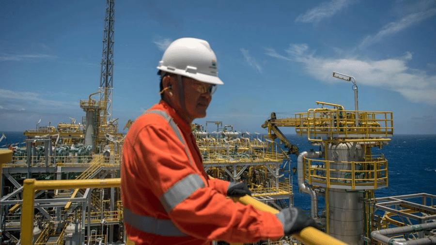 A Petrobras disse que ainda tenta evitar a greve, mas que se for deflagrada tomará medidas para evitar impacto na produção e no abastecimento - AFP