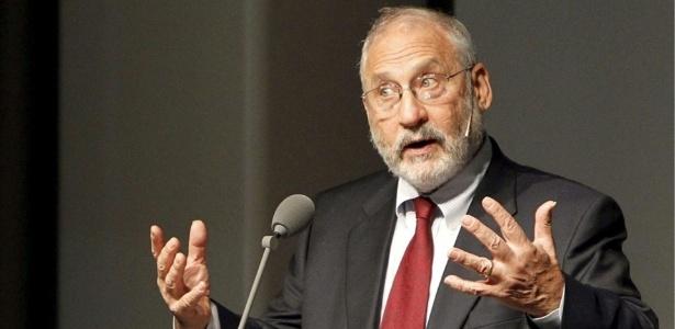 Ex-economista-chefe do Banco Mundial não usa meias palavras ao falar do bitcoin