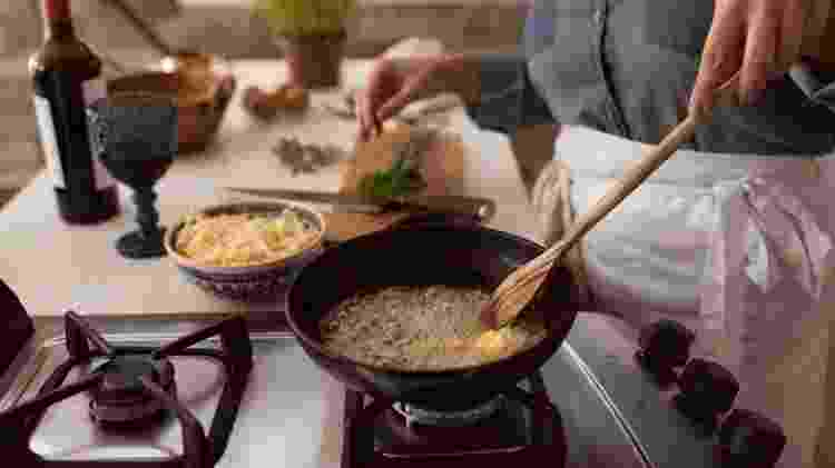 Camila Sobocinski foi inspirada pela avó paterna e pela mãe a ter gosto por cozinhar - Arquivo pessoal