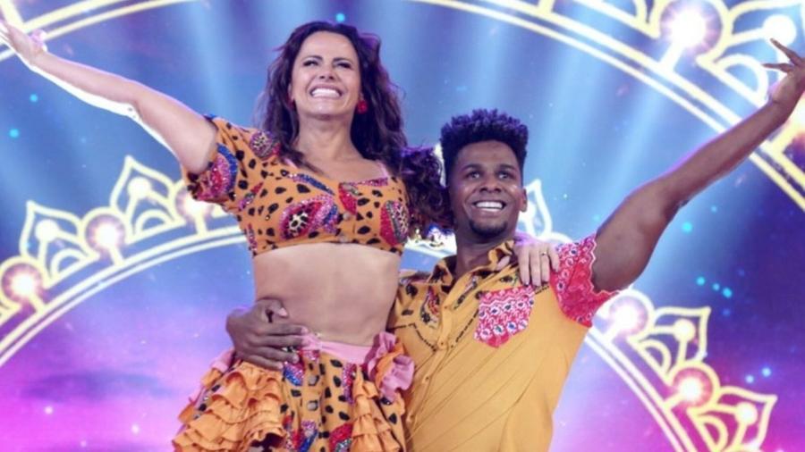 Viviane Araujo e Adeilton Ribeiro na Super Dança dos Famosos; dançarino foi desligado da competição - REPRODUÇÃO/TV GLOBO
