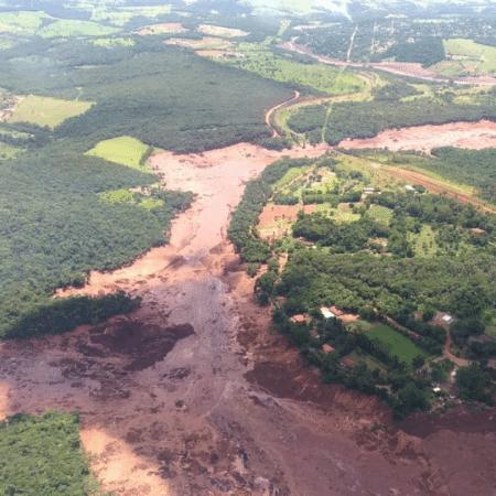Barragem se rompe e casas são invadidas por lama em Brumadinho (MG) - Divulgação/Bombeiros