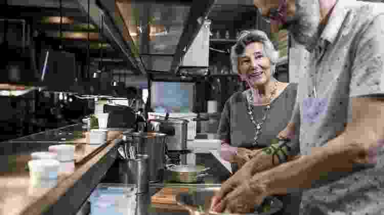 Receita de Família - Bacalhau à Molicata dos Lorenti - Maria e Angelo Lorenti preparam o Bacalhau à Molicata - Keiny Andrade/UOL - Keiny Andrade/UOL