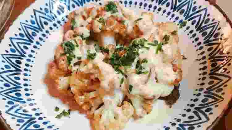 Couve-flor frita com molho tarator, do restaurante Tahin - Divulgação