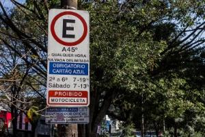 Área de Zona Azul para estacionamento na rua Teodoro Sampaio, em Pinheiros